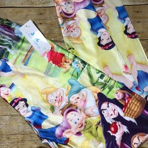 Large Lotus leggings. Snow White and Co!